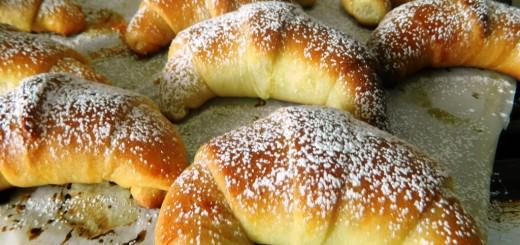 Croissants briochés fourrés  à la confiture1