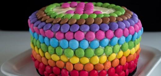 Gâteau d'anniverssaire arc en ciel1