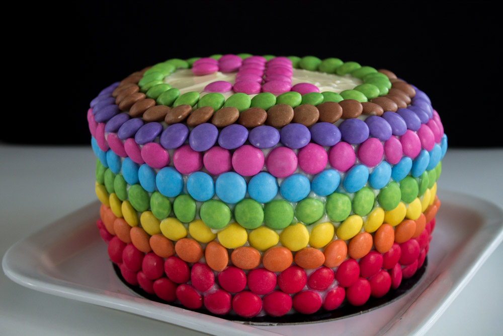 gâteau d'anniversaire arc en ciel – gâteaux & délices