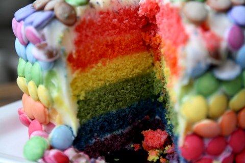 Gâteau d'anniverssaire arc en ciel2