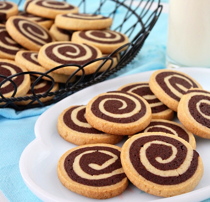 chocolate-vanilla-marbled-or-pinwheel-cookies1