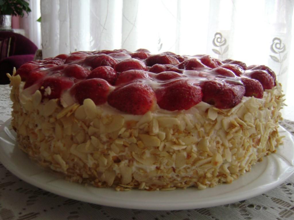 Gâteau aux fraises et amandes1