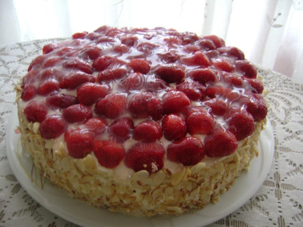 Gâteau aux fraises et amandes2
