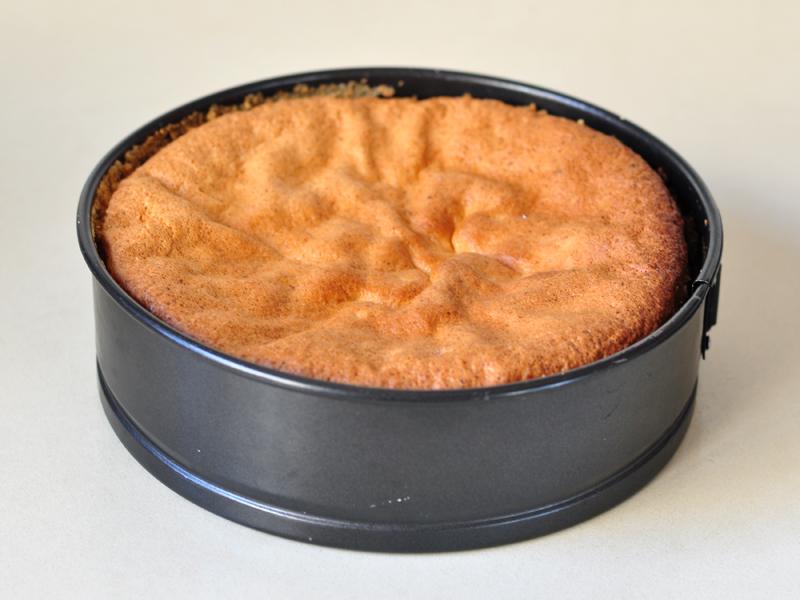 Gâteau d'anniversaire aux fraises et crème fouettée2