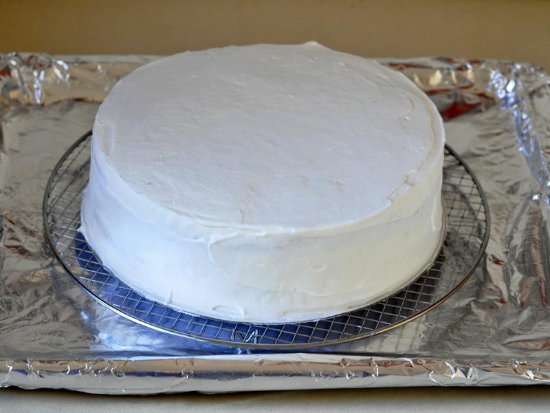 Gâteau d'anniversaire aux fraises et crème fouettée7