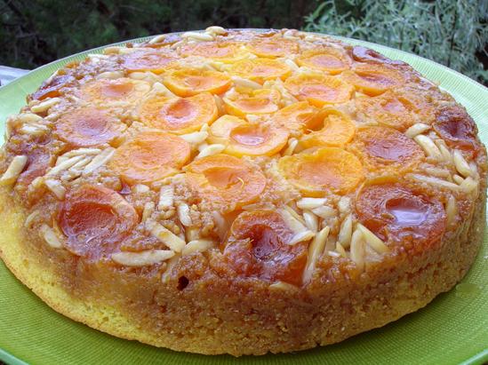 Gâteau renversé à l'abricot et aux amandes