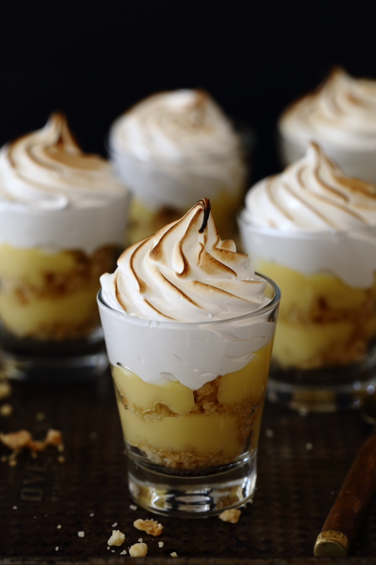 verrines-aux-fruit-de-la-passion-et-crumble-meringues2