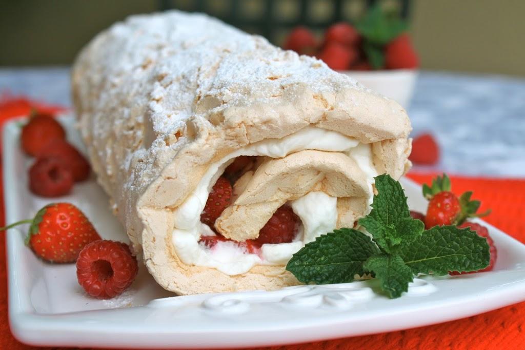 Roulé meringue, chantilly et fraises1