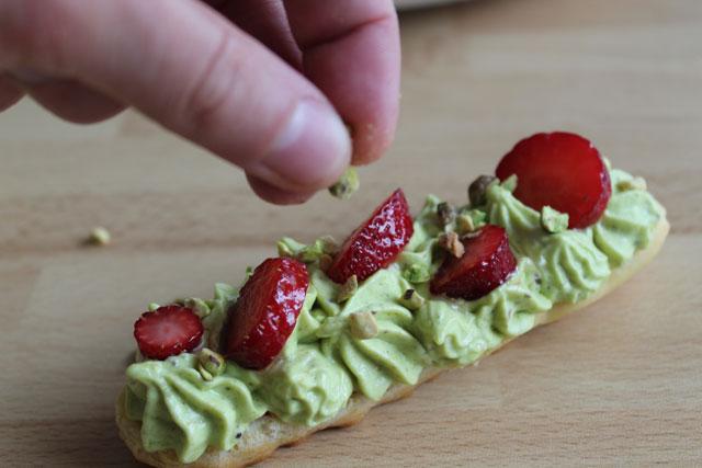 Éclairs aux fraises et pistaches5