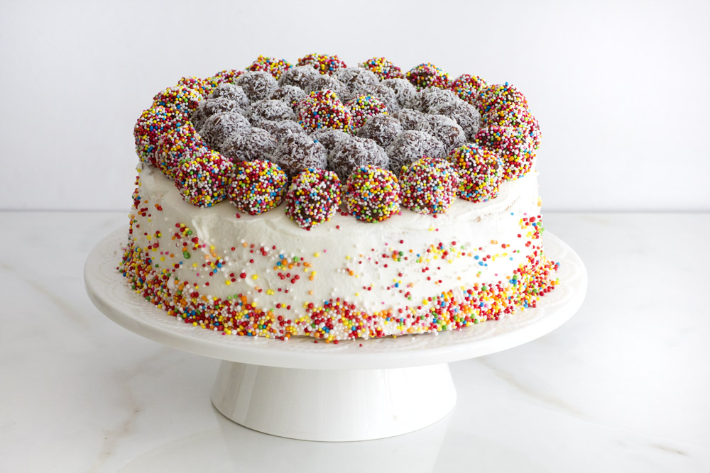 GÂTEAU SURPRISE , LE PINATA CAKE1