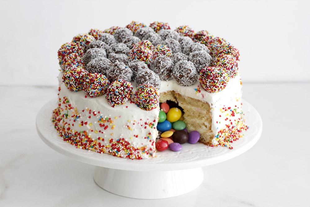 GÂTEAU SURPRISE, LE PINATA CAKE3
