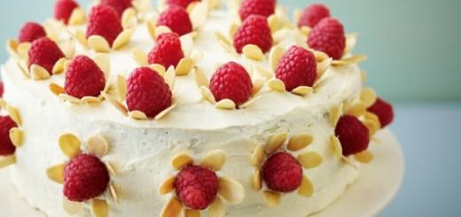 Gâteau au chocolat blanc et framboises de Lorraine Pascale