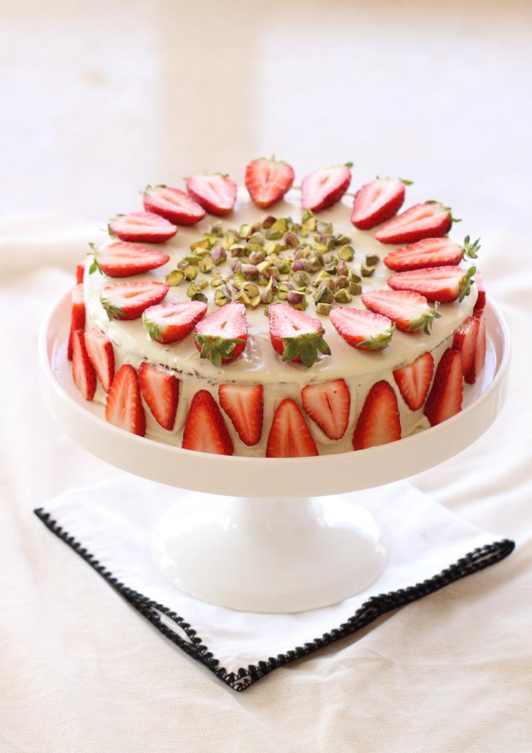 Gâteau chocolat blanc, fraises et pistaches1