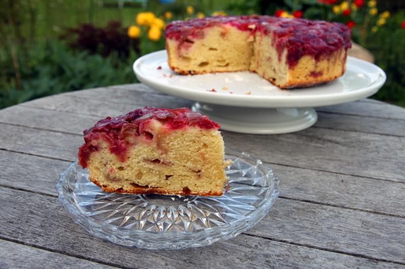 Gâteau renversé fraises-rhubarbe2