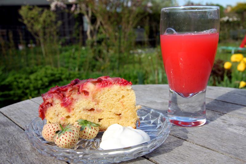 Gâteau renversé fraises-rhubarbe3