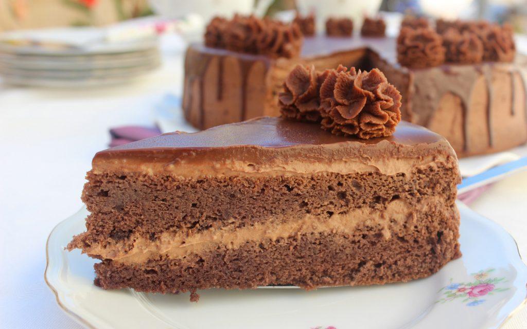 Ganache Au Chocolat Noir Pour Un Layer Cake